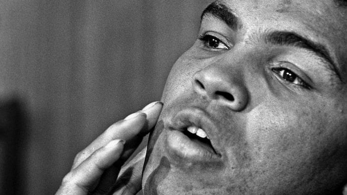 Muhammad Ali var kontroversiell under hela sin livstid. Han vägrade att kriga i Vietnam, vilket kostade honom världsmästartiteln.