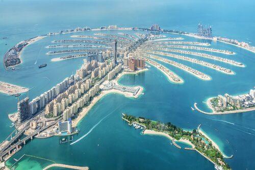 Dubai Palm Jumeirah island bekräftar den mycket speciella miljön i Dubai.