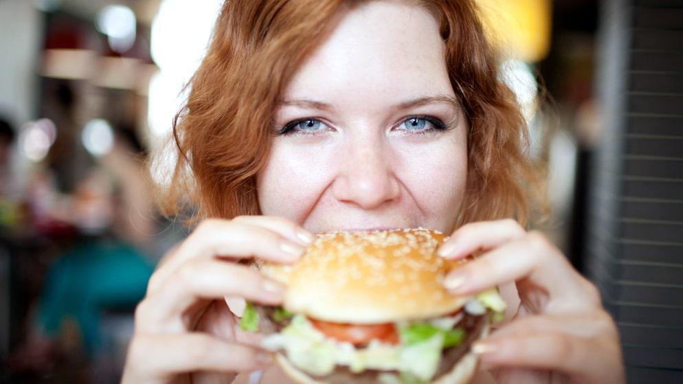 Hur hög volymen är kan påverka vilken sorts mat du beställer.