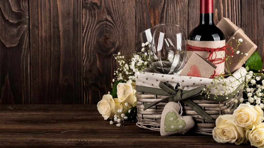 Läsaren undrar vilket vin som passar som present till någon som fyller jämnt.