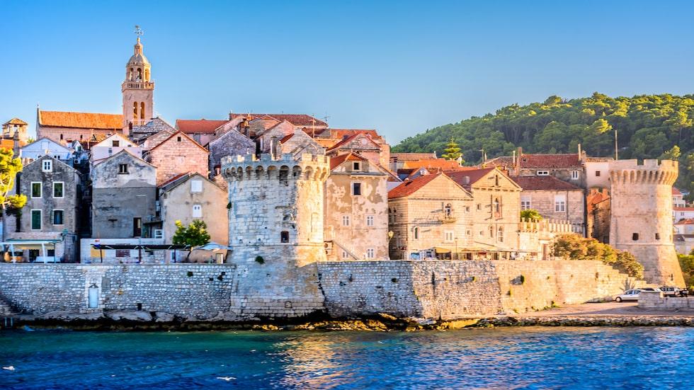 Missa inte Korcula, både för det klaraste vattnet i hela Kroatien, och för de trevliga vinfestivalerna.