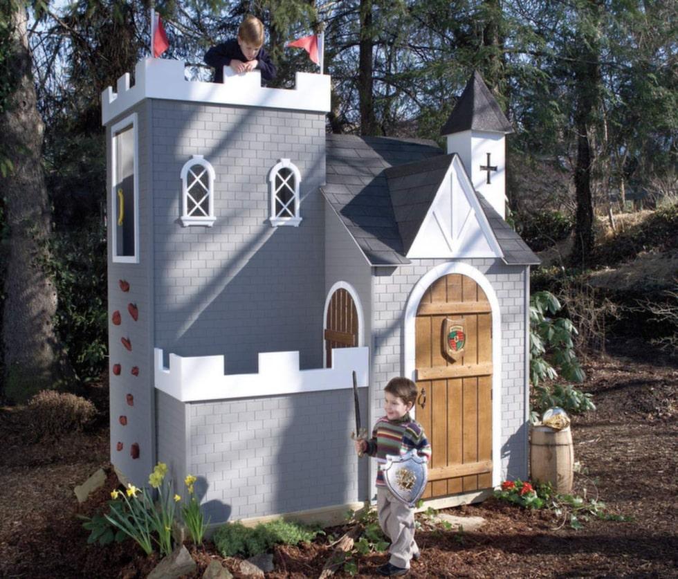 I stället för trädkoja – lek i ett slott.
