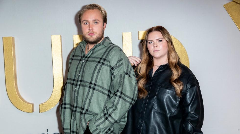 """Edvin Törnblom och Johanna Nordström har podcasten """"Ursäkta"""" tillsammans."""