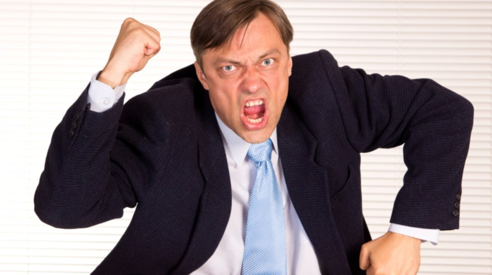 Nej, att peka med hela handen och skälla på sina anställda är INTE rätt taktik om man vill gynna produktiviteten.