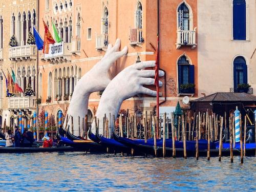 Lorenzo Quinns konstverk vid Ca'Sagredo Hotel i Venedig.
