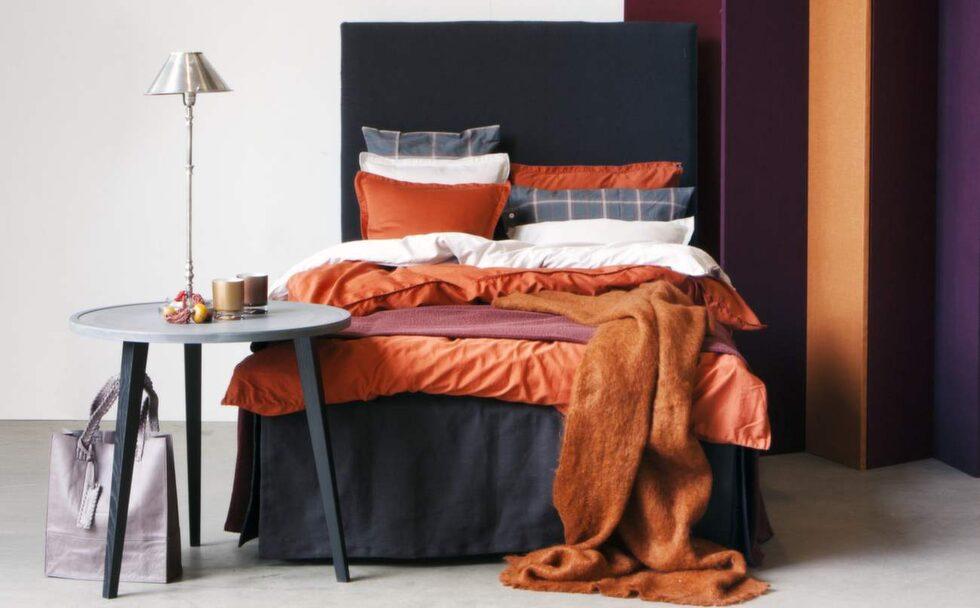 Bädda i orange. Bäddset i orange från serien Urban Living. Örngott 349 kronor, påslakan 150x210 centimeter, 1 290 kronor, 220x220 centimeter, 1 890 kronor, Himla.