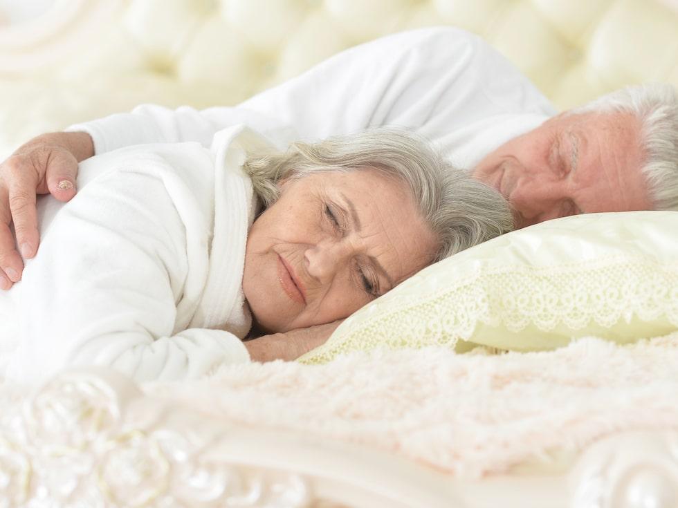Den krypande känslan i benen kan orsaka sömnstörningar. Det finns dock finns flera knep som minskar besvären.
