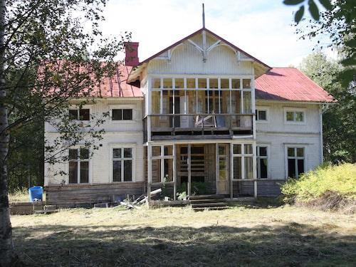 Villan hittades av en slump, gömd bakom träd och buskar. Priset var satt till 300 000 kronor.