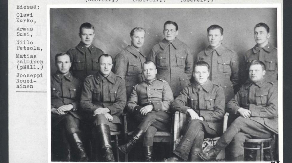 Einar Hänninen med sin arbetsgrupp signalspanare. Einar står längst upp till vänster.