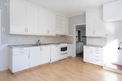 Köket i vita villan för 45 000 kronor.