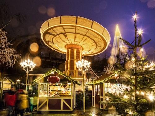 Tusentals lampor lyser upp Liseberg under julen.
