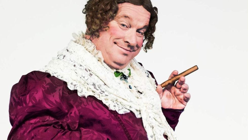 """Spexigt. I """"Charleys tant"""" spelar Malmberg en man som klär ut sig till kvinna."""