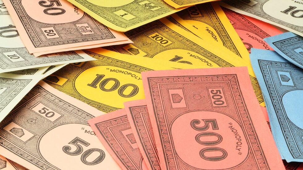 Att använda Monopolpengar som betalningsmedel brukar inte gå så bra.