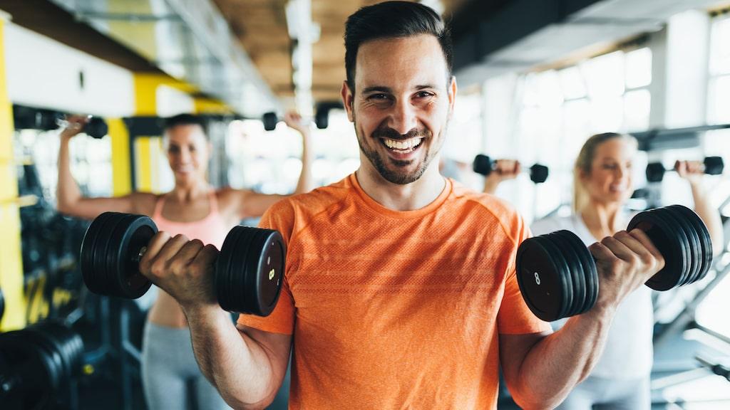 Finns det några specifika livsmedel att satsa på om man vill bygga muskler och gå ner i vikt?