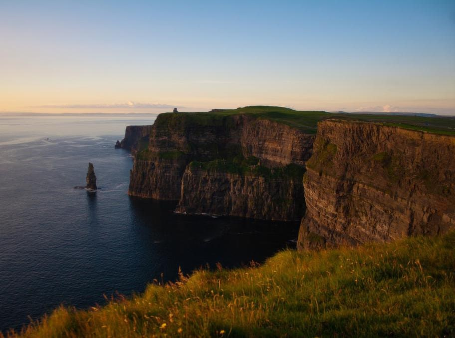 Cliffs of Moher är ett måste när man besöker Irland. Räkna med en heldags utflykt.