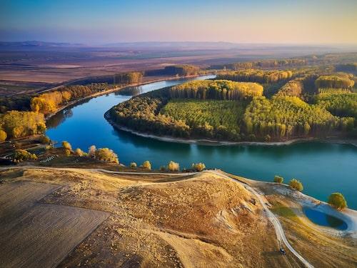 Donaudeltat har stor biologisk mångfald, bland annat ett rikt fågelliv.
