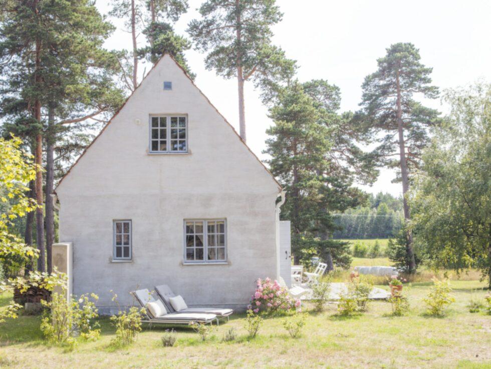 Huset på Fårö byggdes i gammal gotländsk stil men takteglet är gammalt.