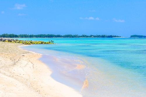 Sandstrand på Tuvalu – ingen bankomat i sikte.