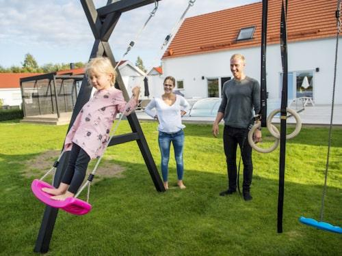 I februari förra året flyttade paret Jonas Nilsson och Patricia Pålsson och deras treåriga dotter Isabella in i huset i Norra Borstahusen i Landskrona.