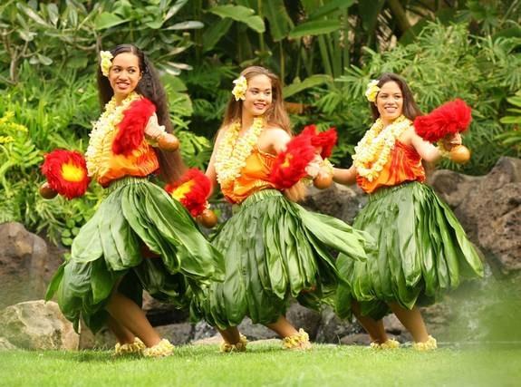 Lär dig hula. Varje kväll kan du se gratis uppträdande av lokala hulagrupper. Det finns även gratis prova på-klasser i hula och ukulele på Oahu.