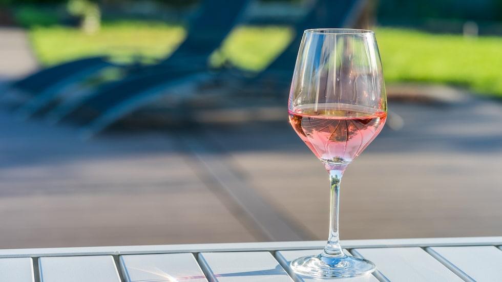 Vi handlar miljontals liter av den rosa drycken varje år.