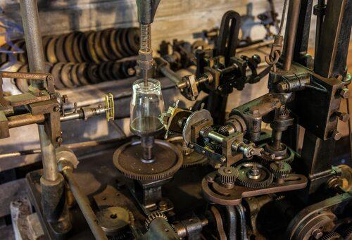Bergdala glastekniska museum har en imponerande samling glasmaskiner.