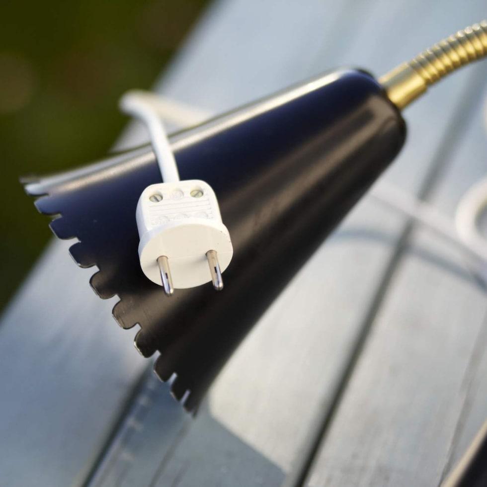 Elektriska Installatörsorganisationen EIO:s senaste rapport visar att bara hälften av de 250 undersökta lamporna som såldes på Blocket.se är garanterat elsäkra.