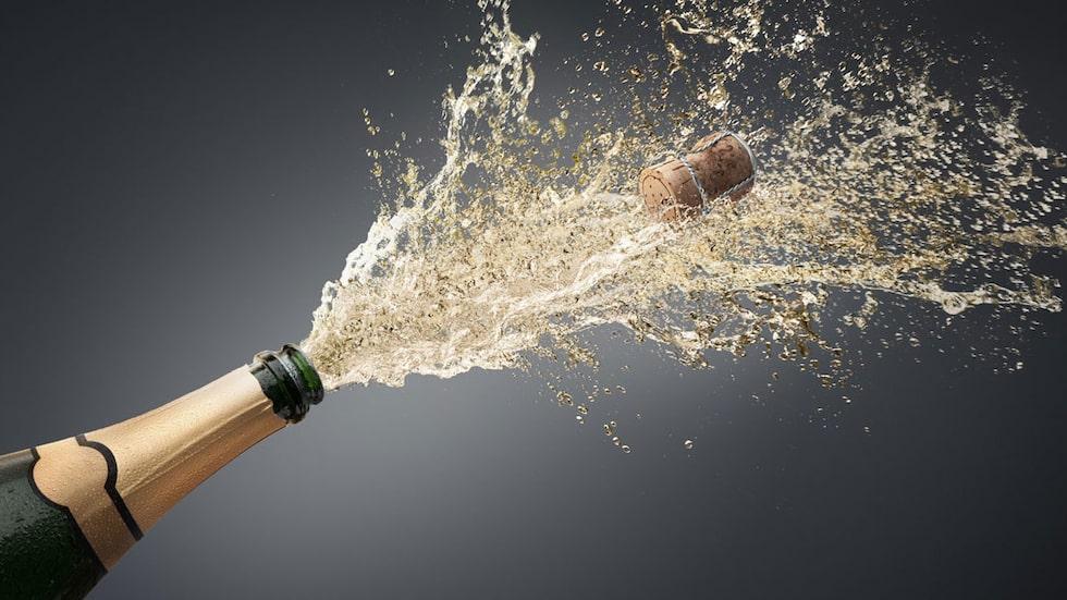 Allt om vin visar hur champagneflaskan öppnas utan smällar och skvättande. med klass, helt enkelt!