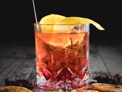 Americano görs på Campari, vermouth, is och sodavatten