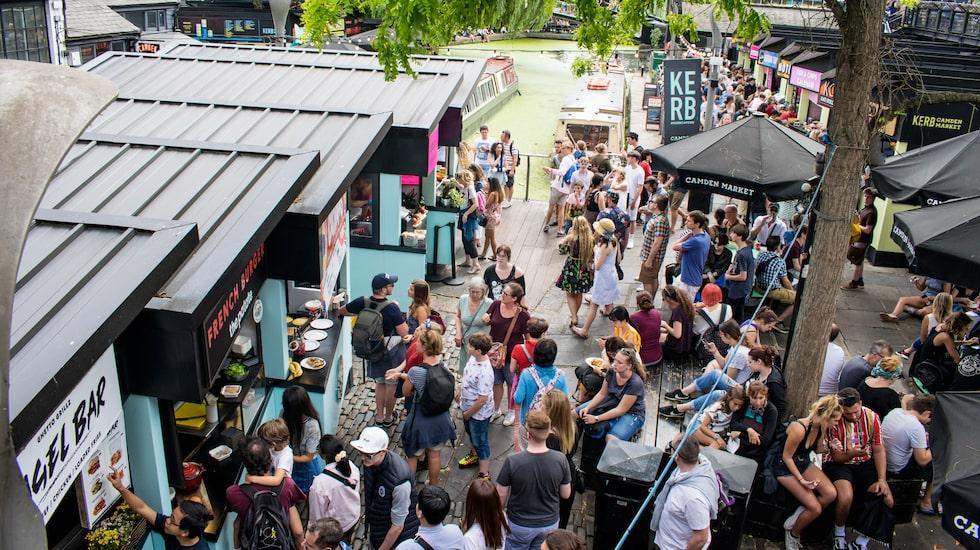 Konstgalleriet och Camden Market i London har tagit sig in på den nya listan över urbana underverk.