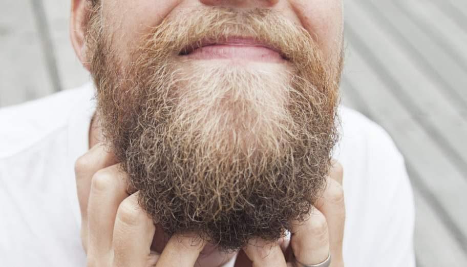 Hipstertrenden, där män gärna låter skägget växa ut, har skapat en marknad för ansiktshårstransplantationer i hipsterhuvudstaden New York och framför allt då i Brooklyn.