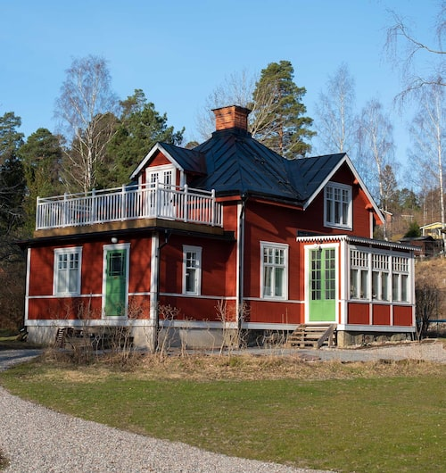 Så här ser huset ut nu. Det som kvarstår är bland annat att Frida och Pontus ska bygga en bättre farstukvist.