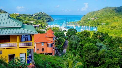 Saint Lucia är inbäddad bland vulkanberg.
