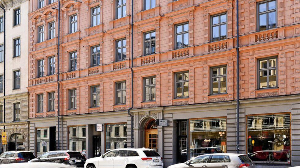 Upplandsgatan heter en populär gata i centrala Stockholm som nu har en superläcker minilägenhet till salu.