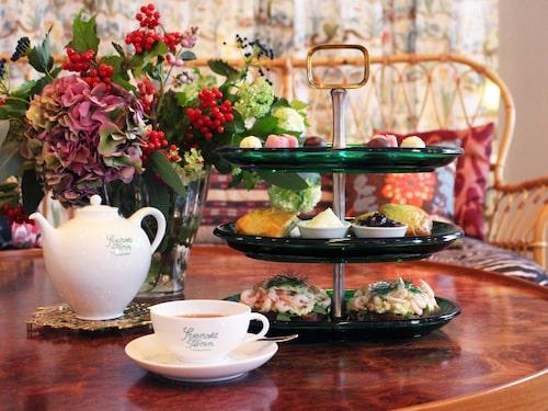 Njut av afternoon tea i lyxig miljö.