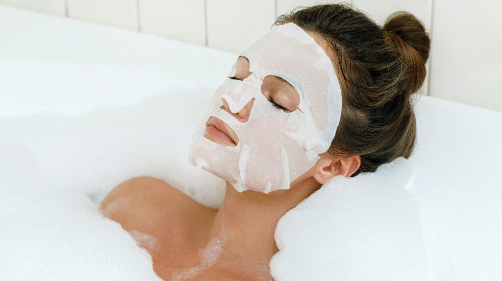 Spa hemma fungerar även om man enbart har dusch, men ett bad kan vara väldigt avslappnande.
