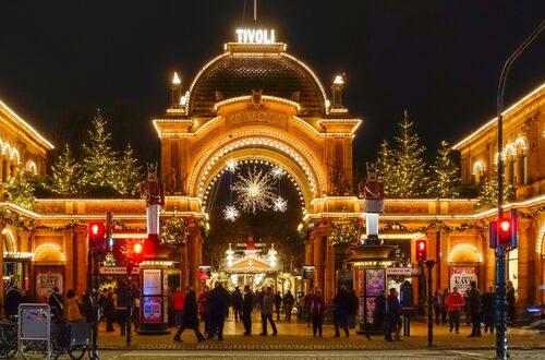 Julen på Tivoli i Köpenhamn är en klassisk glitterupplevelse.