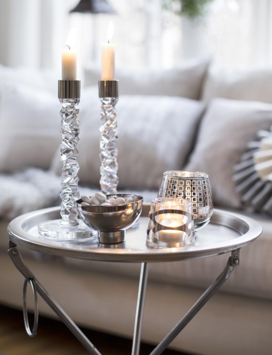 FLYTTBART<br>Ljusstakar, 1 619 kronor för två, Orrefors/royaldesign.se. Skål, 99 kronor, Mio. Lykta, 349 kronor för två, Stelton/royaldesign.se. Lykta, 25 kronor, Ica.