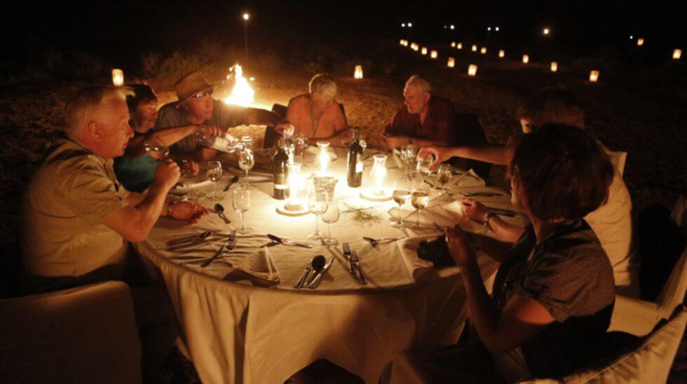 En middag under den varma kvällen.