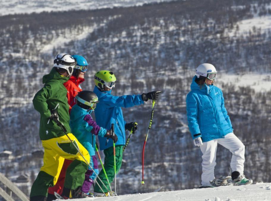 Funäsfjällens styrka är mångfalden. Åk alpint på förmiddagen, ta en längdtur på eftermiddagen och en skotertur på kvällen.