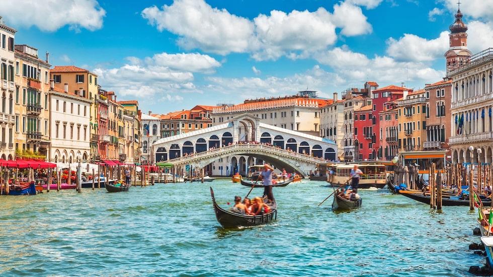 Romantiska Venedig håller på att sjunka.