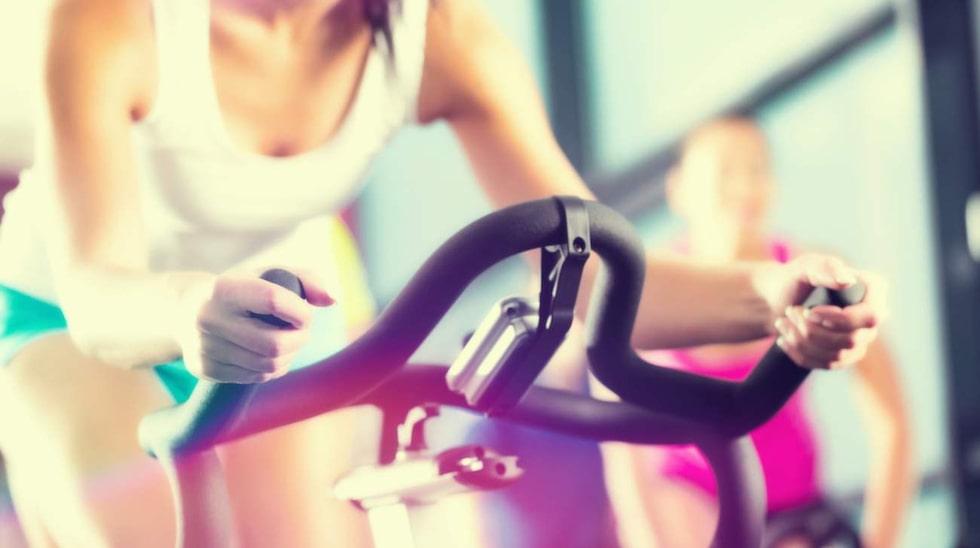 Enligt experterna är ett visst mått av uttorkning en naturlig del av träningen – inte något som till varje pris måste undvikas.