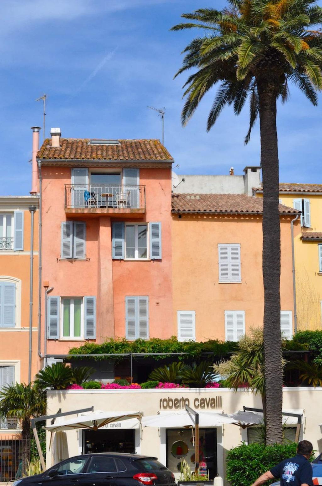 Vinprovning varvas med shopping i St Tropez.