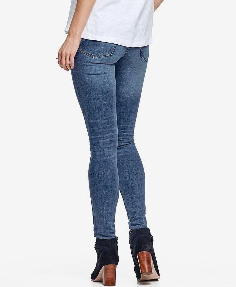 Slimmande stretch. Jeans Nora Slim i stretchdenim med smal passform och smala benslut. Femficksmodell med normalhög midja, 399 kronor, Ellos.