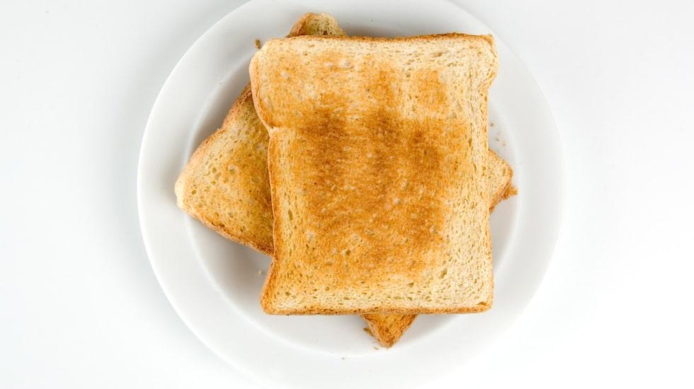 Det vita rostbrödet är en klassisk fälla vid frukostbordet, kolla efter nyttigare alternativ i brödhyllan.